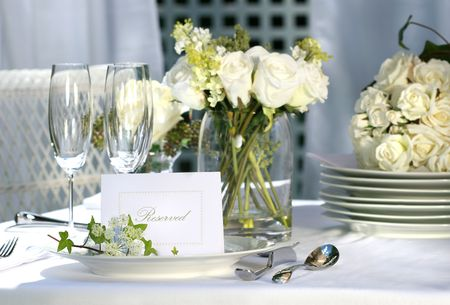 plate setting: White place card on outdoor wedding table Stock Photo