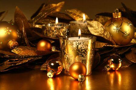 Bougies lumière étincelante d'or avec un thème