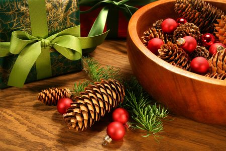 Pine cones , christmas balls and gifts on oak table Banco de Imagens