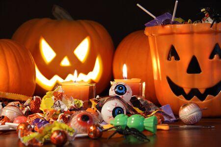 festividades: Primer plano de dulces con calabazas despu�s de las festividades de Halloween