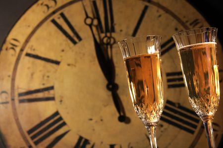 シャンパンのグラスと新しい年を祝う