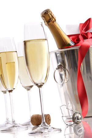 brindis champan: Gafas con Champa�a en el cubo de hielo y regalo