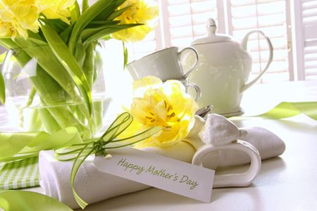 Gift card for mother's day on table with flowers 스톡 콘텐츠