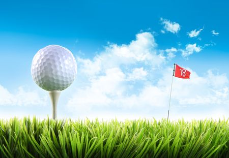 golf flag: Golf ball with tee in the grass against blue sky