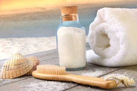Sea salt, brush with towel at the beach Zdjęcie Seryjne