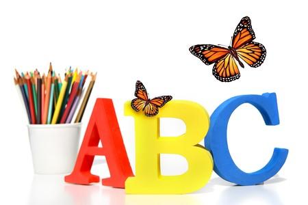 nursery education: Cartas de ABC con l�pices sobre fondo blanco