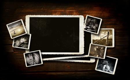 Fondo de reserva de la chatarra en madera oscura con fotos  Foto de archivo - 7848244