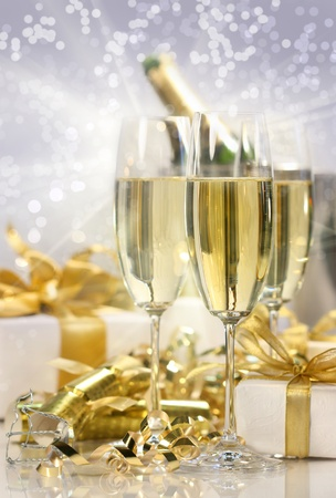 Champagne celebration with gifts for the new year Imagens