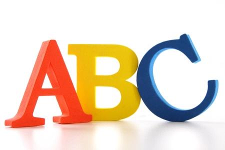 白い背景の上の ABC の手紙
