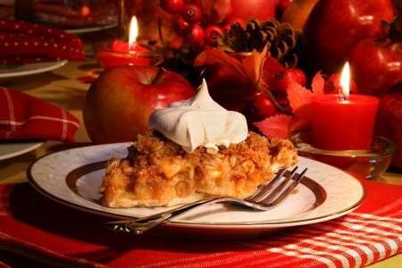 pumpkin pie: Delicious apple crumble pie for the holidays
