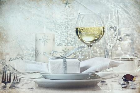 休日のためのビンテージの外観でお祝い銀夕食の設定