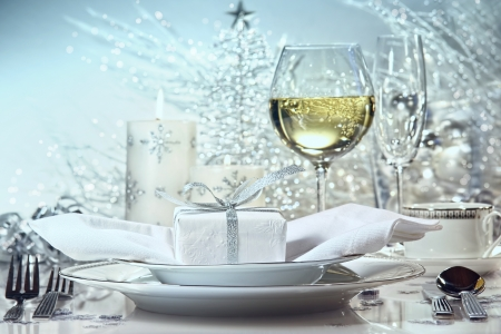 wine gift: Festive  dinner setting with gift for the holidays