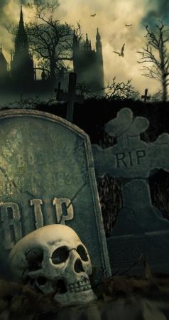 頭蓋骨と墓墓地で怖い夜のシーン