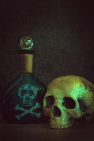 veneno frasco: Cr�neo con la botella de veneno