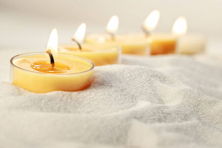 A group of tea light candles in sand 免版税图像 - 33796246