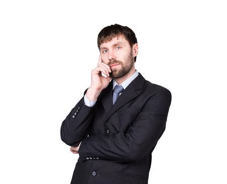 desconfianza: gestos desconf�an de mentiras. lenguaje corporal. el hombre en traje de negocios tira del l�bulo de la oreja. aislado sobre fondo blanco. concepto de verdadero o falso. Foto de archivo
