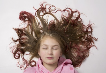 jeune fille adolescente nue: red-haired teenager girl lying on the floor with her hair form a circle.