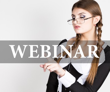 sexy secretary: seminario escrito en la pantalla virtual. secretaria sexy en un traje de negocios con gafas, las presiones de botones en las pantallas virtuales. tecnología, internet y el concepto de redes.