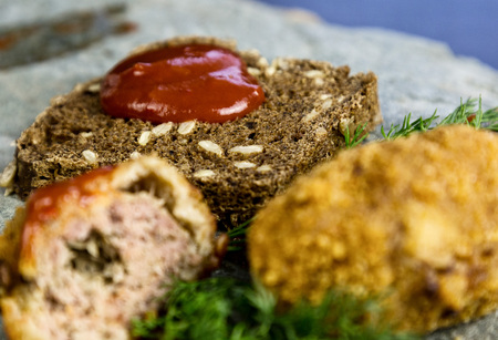 carne picada: Homemade meat cutlets with parsley, ketchup and bread on white plate