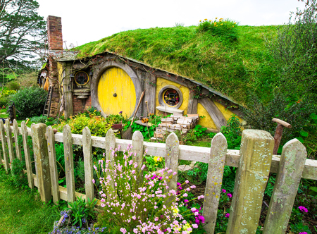 MATAMATA - New Zealand SEPTEMBER 12, 2014; Hobbit door in Hobbiton Movie set. Trademarks of Saul Zaentz Comp. and license by Ring Scenic Tours Ltd and Wingnut Films Productions Limited. Editorial use Editoriali