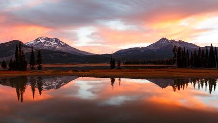 Sparks Lake Autumn Reflection Reklamní fotografie