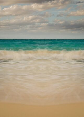 Vertical Long Exposure of Symmetrical Waves, Clouds Nonsymmetrical Reklamní fotografie