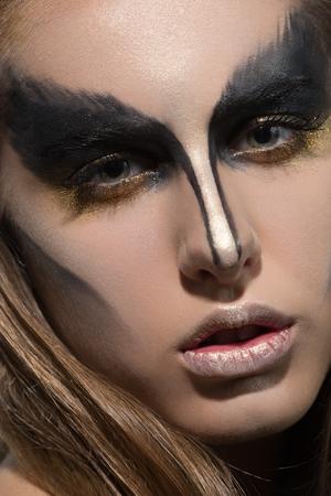 beauty eyes: girl black creative make up