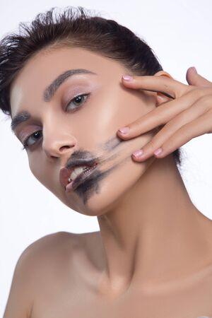 pretty woman smear out black color lips