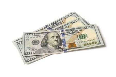 Billetes de cien dólares aislado sobre fondo blanco.