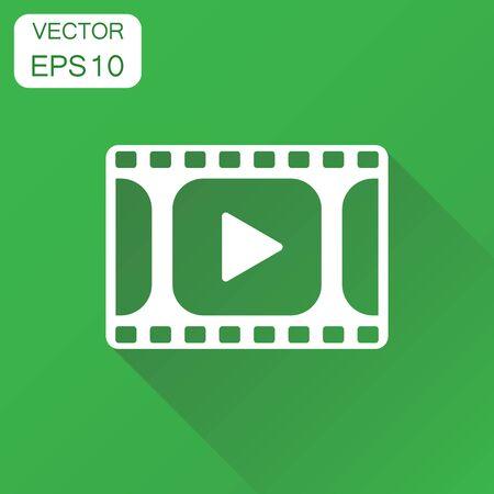 재생 아이콘. 비즈니스 개념 비디오 그림을 재생합니다. 긴 그림자와 녹색 배경에 벡터 일러스트 레이 션.