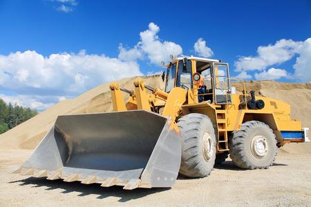 agricultural engineering: shovel loaders
