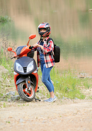 woman with scooter Imagens