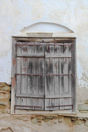 old wooden door: old wooden door