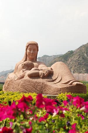 母なる黄色川の像