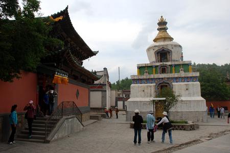 cloister: Kumbum Monastery round tower