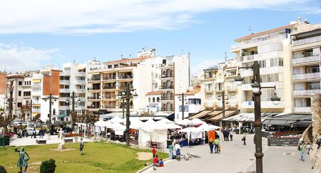 street market: Street market in Sitges s center, Barcelona Editorial