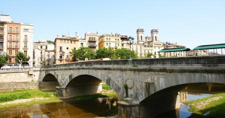 baranda para balcon: Panorámica de un puente sobre el río Remo en Girona, España