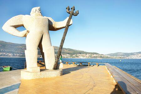 populate: Sculpture in Moaña s port, Galicia