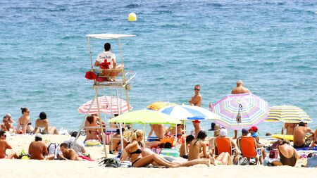Beach with life guard in Sant Adri� of the Bes�s, Barcelona Editorial