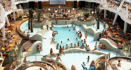 Cibierta with swimming pools and Jacuzzi in a cruise