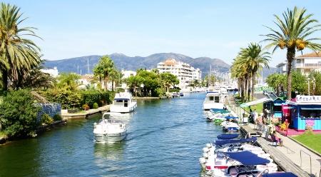 Panoramic of Empuriabrava s channel, Costa Brava, Girona, Spain Редакционное