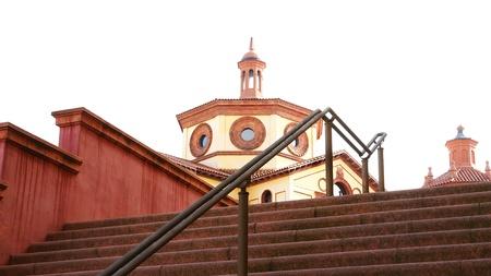 edificación: escalera y la c�pula de un edificio en el Mercat de les Flors, Barcelona