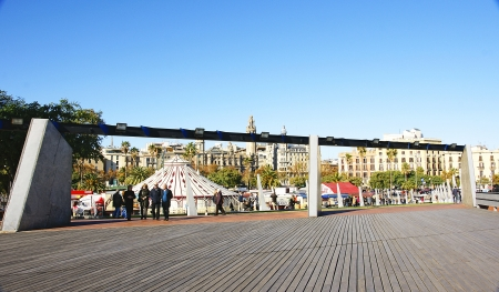 moll: Gardens of the Moll of the Fusta  with circus in the port of Barcelona Editorial