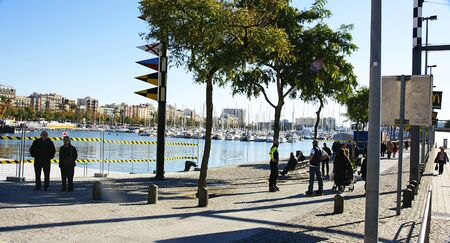 moll: Stroll through the moll of the Fusta in the port of Barcelona Editorial