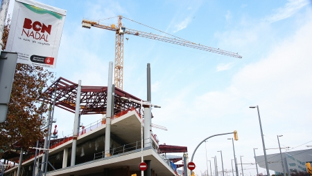 Steel beams and construction crane in the New Encantes Barcelona Stock Photo - 17202463