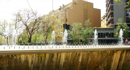 amat: Fountain and pond Square Virrey Amat, Barcelona Editorial