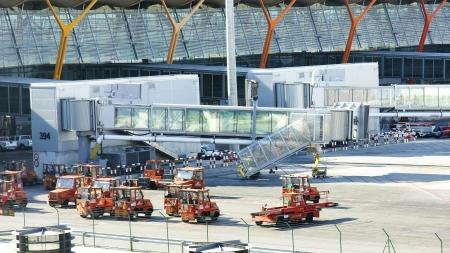 barajas: Tracks Madrid Barajas Airport Terminal 4