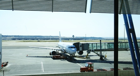 entered: Airplane connected to the finger to be shipped in Madrid Barajas Terminal 4