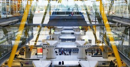 barajas: Interior hall of the airport Madrid Barajas Terminal 4