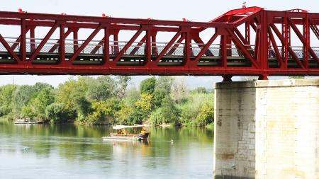 ebro: Red ponte di ferro sul fiume Ebro a Tortosa, Tarragona